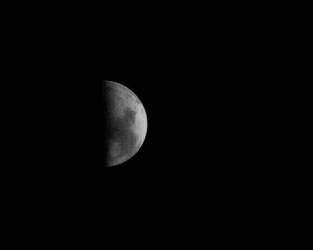 Mars zobrazowany kamerą wysokiej rozdzielczości MOC sondy Mars Observer. Fot. Malin Space Science Systems.