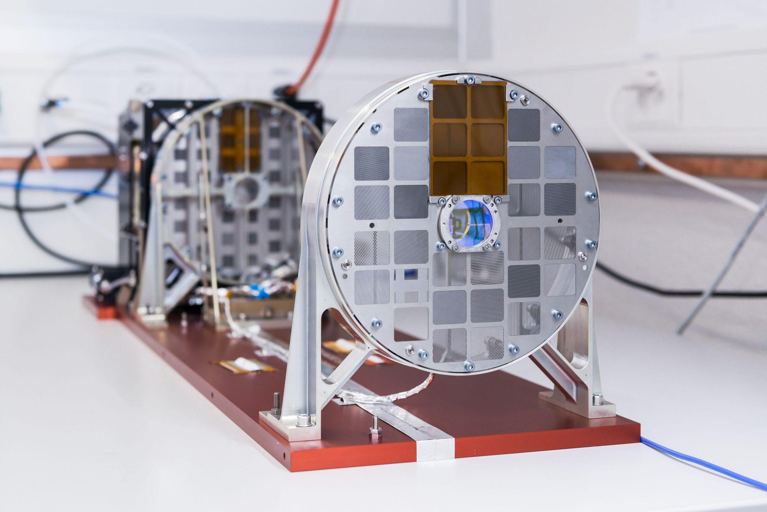 •Instrument STIX (Spectrometer/ Telescope for Imaging X-rays) opracowany z udziałem Polaków z Centrum Badań Kosmicznych PAN. Fot. Jan Hellmann.