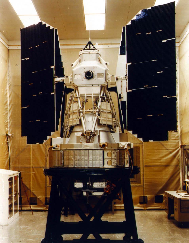 Landsat-3. Wszystkie trzy pierwsze satelity serii wyglądały podobnie. Za podstawę konstrukcji posłużyła platforma satelitarna używana w misjach meteorologicznych Nimbus. For. NASA.